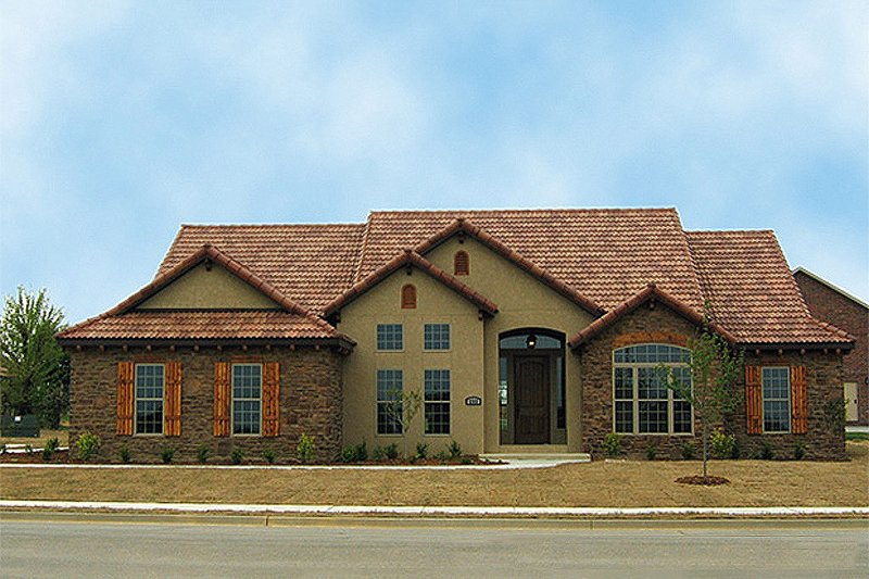 European Style House Plan - 4 Beds 3 Baths 2075 Sq/Ft Plan #17-654 Exterior - Front Elevation