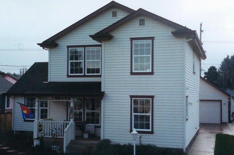 Farmhouse Exterior - Front Elevation Plan #124-311 - Houseplans.com