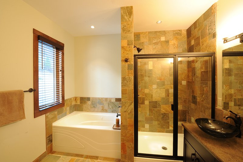 Bathroom - 1900 square foot Cottage