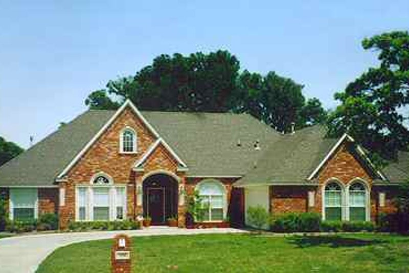 Traditional Exterior - Front Elevation Plan #84-146 - Houseplans.com