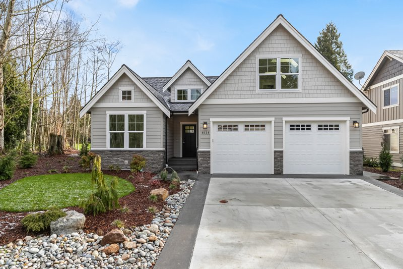 House Plan Design - Craftsman Exterior - Front Elevation Plan #1070-147