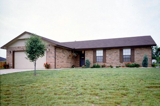 Ranch Exterior - Front Elevation Plan #52-105