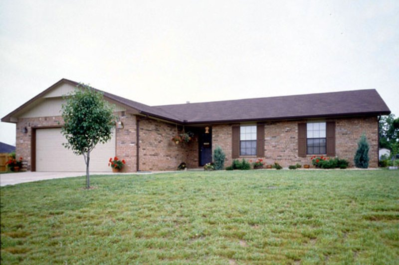 Ranch Exterior - Front Elevation Plan #52-105 - Houseplans.com