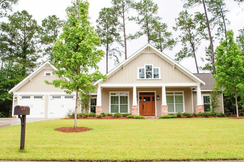 Dream House Plan - Craftsman Exterior - Front Elevation Plan #430-104
