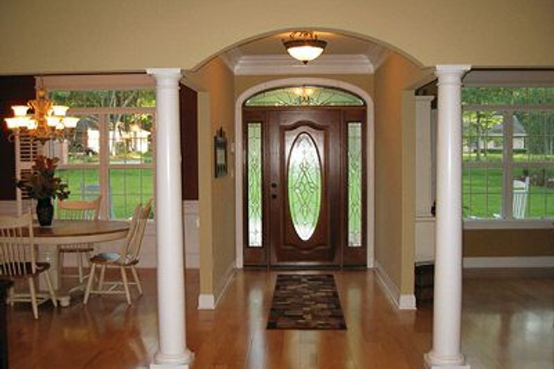 Traditional Interior - Entry Plan #56-164 - Houseplans.com