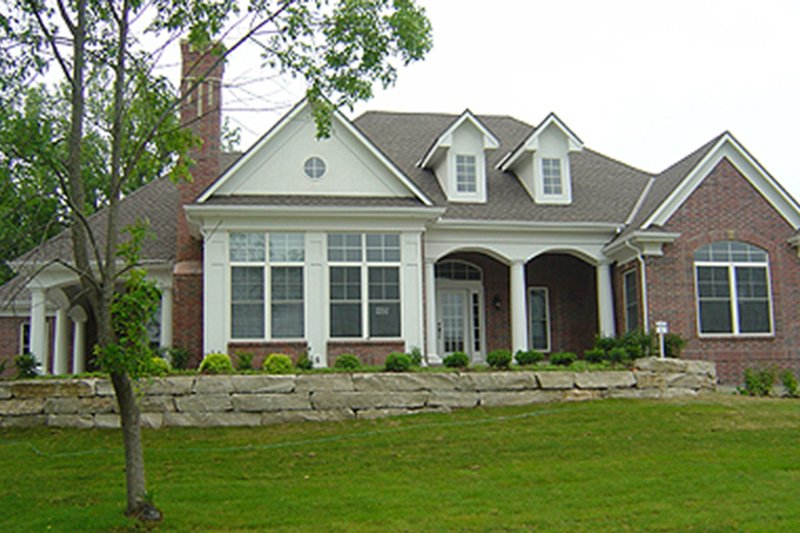 Dream House Plan - Traditional Exterior - Front Elevation Plan #70-367