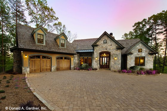 House Plan Design - Craftsman Exterior - Front Elevation Plan #929-937