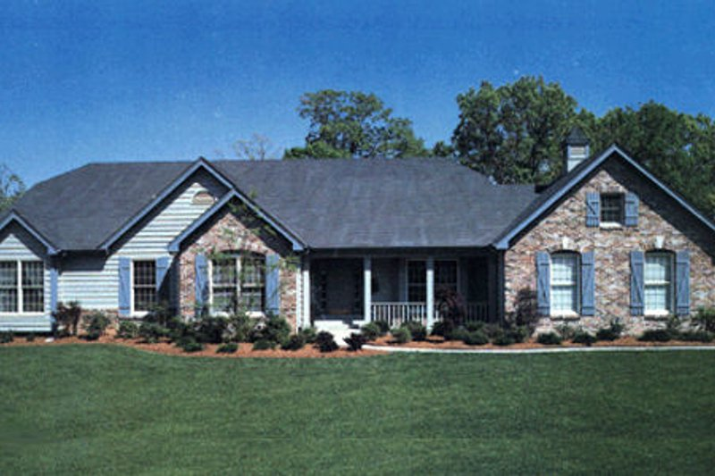 Traditional Exterior - Front Elevation Plan #57-102 - Houseplans.com