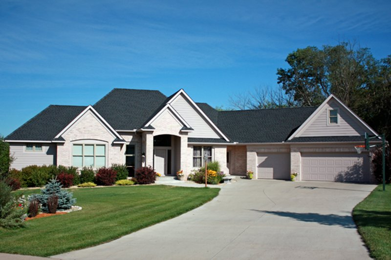 European Style House Plan - 4 Beds 3.5 Baths 2970 Sq/Ft Plan #51-505 Exterior - Front Elevation