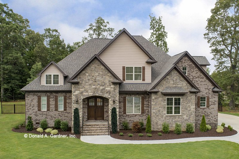 Home Plan - European Exterior - Front Elevation Plan #929-915