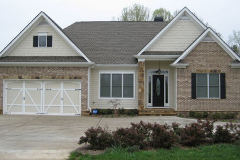 Home Plan - Country Exterior - Front Elevation Plan #437-39
