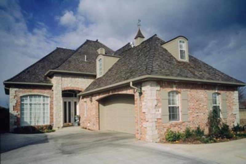 Traditional Exterior - Front Elevation Plan #52-123 - Houseplans.com