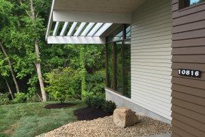 Modern Exterior - Front Elevation Plan #438-1