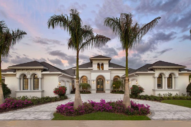 Mediterranean Style House Plan - 4 Beds 4.5 Baths 4386 Sq/Ft Plan #27-502 Exterior - Front Elevation