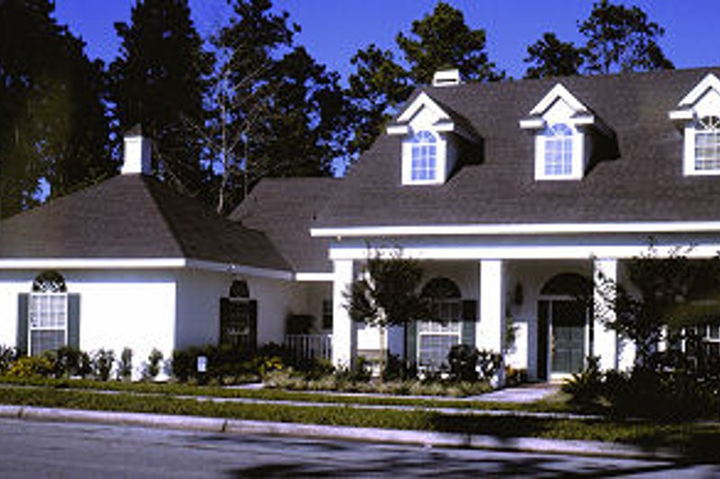 Traditional Style House Plan - 4 Beds 3.5 Baths 2711 Sq/Ft Plan #417-316 Exterior - Front Elevation