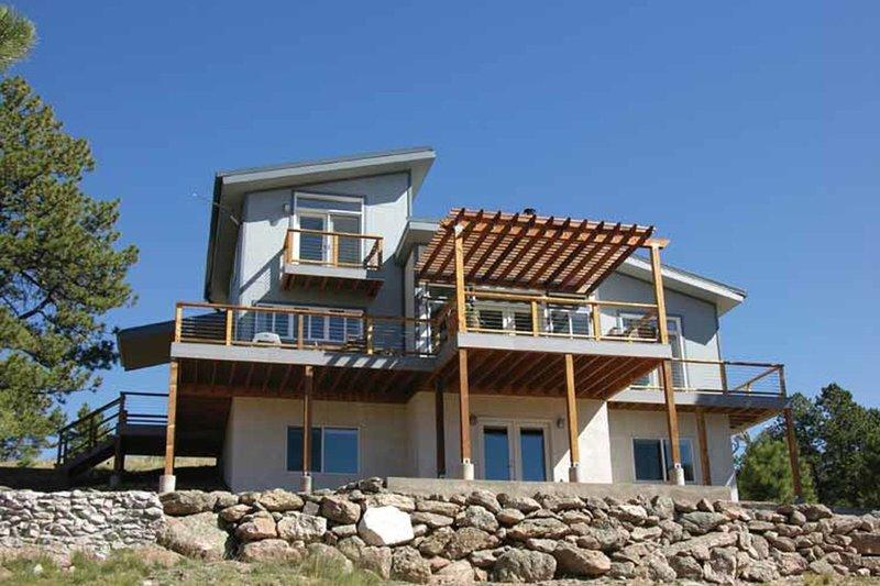 House Plan Design - Contemporary Exterior - Front Elevation Plan #1042-14