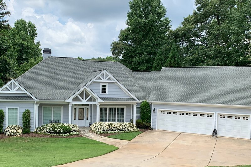 Traditional Style House Plan - 3 Beds 3 Baths 2442 Sq/Ft Plan #437-106 Exterior - Front Elevation