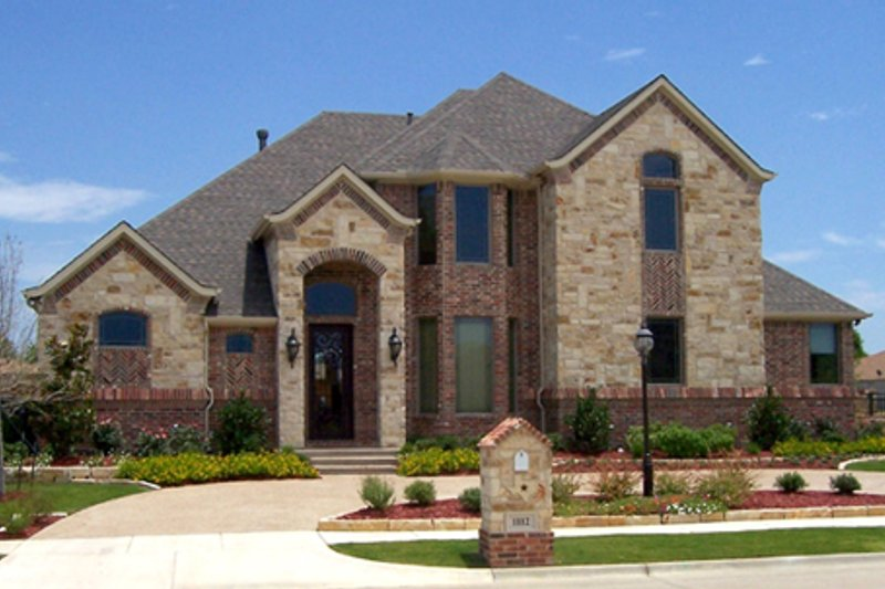 Dream House Plan - Traditional Exterior - Front Elevation Plan #84-523